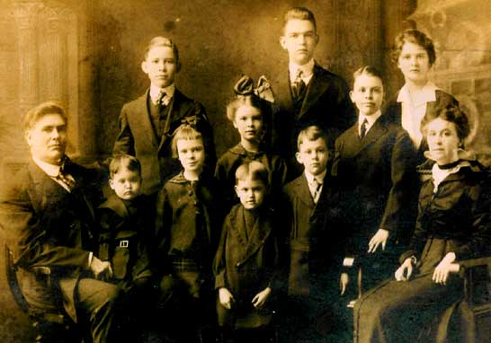 Henry Family portrait 1913